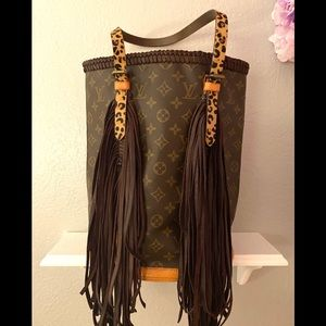 Louis Vuitton fringed bucket gm